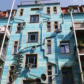 Kunsthof Passage - Blue Facade Elements Courtyard