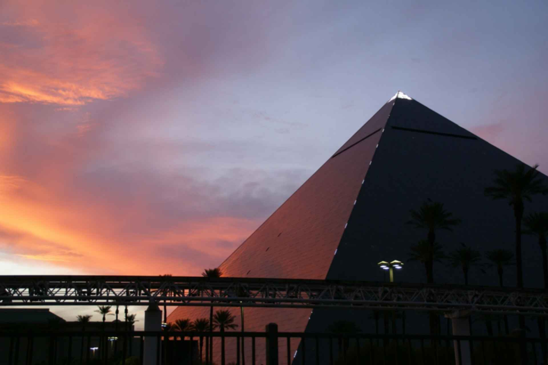 Luxor Las Vegas - Exterior