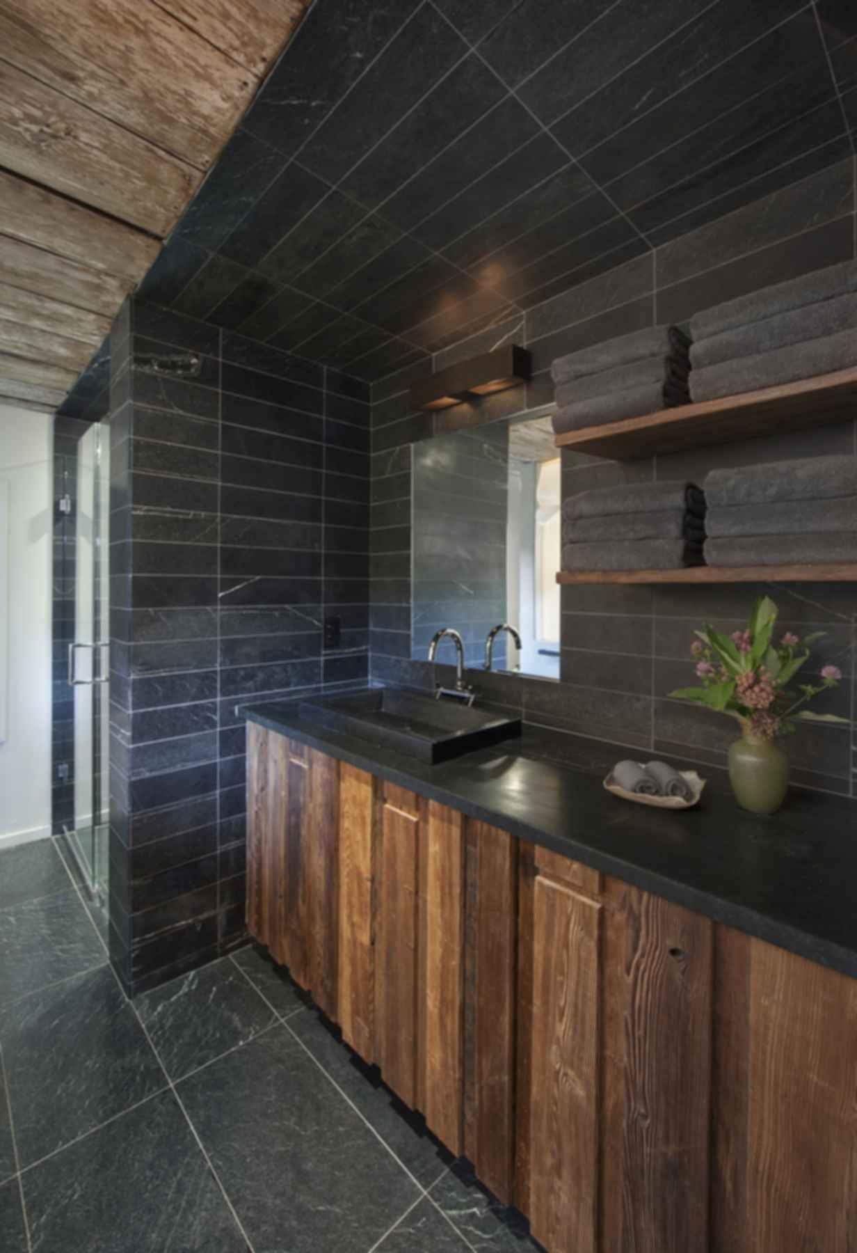 Heirloom Farm Cottage - Bathroom