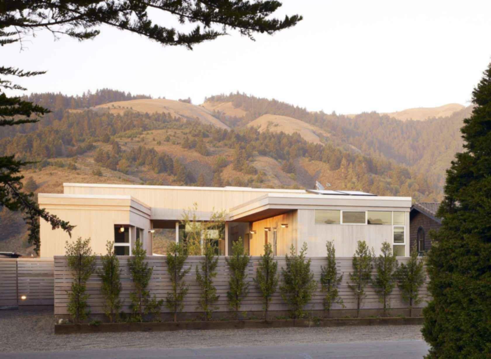 Seadrift Residence - Exterior/Driveway
