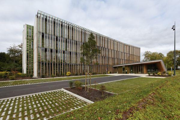 Office 64 de l 39 habitat exterior for Bureau 64 sarl
