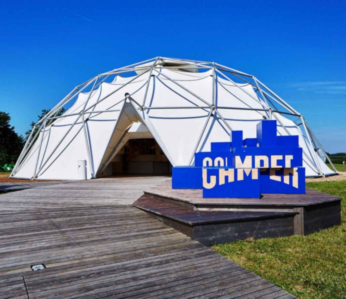 Vitra & Camper Pop-Up Store - Exterior