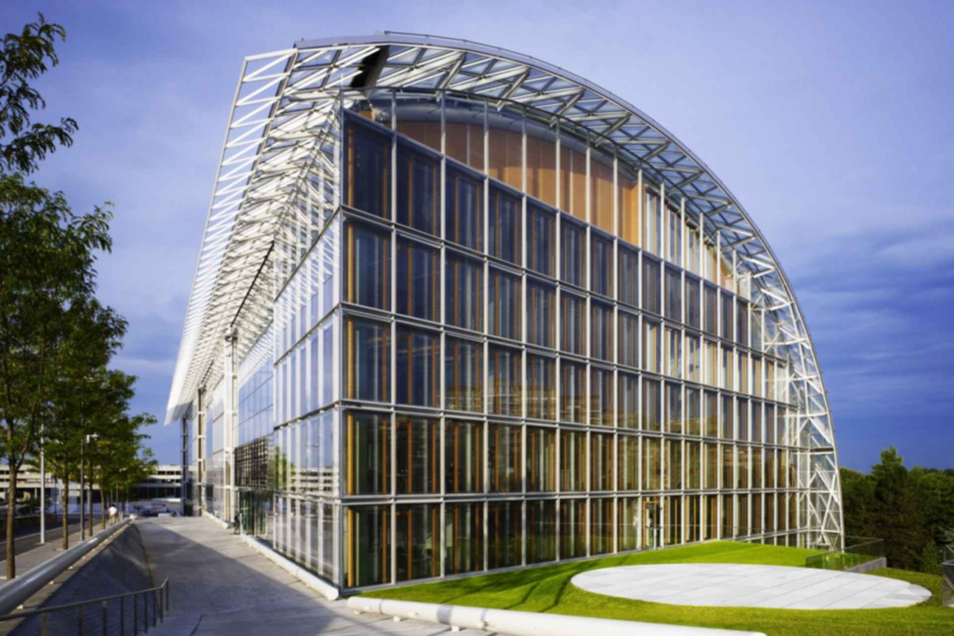 European Investment Bank - Exterior/Path