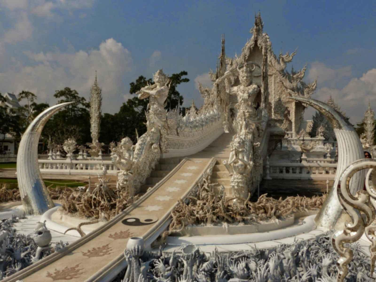 Wat Rong Khun - Walkway/Sculpture