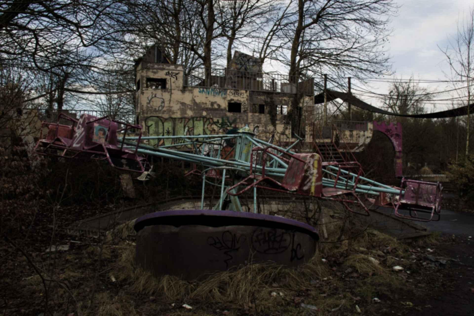 Dadipark Amusement Park - Run-down rides