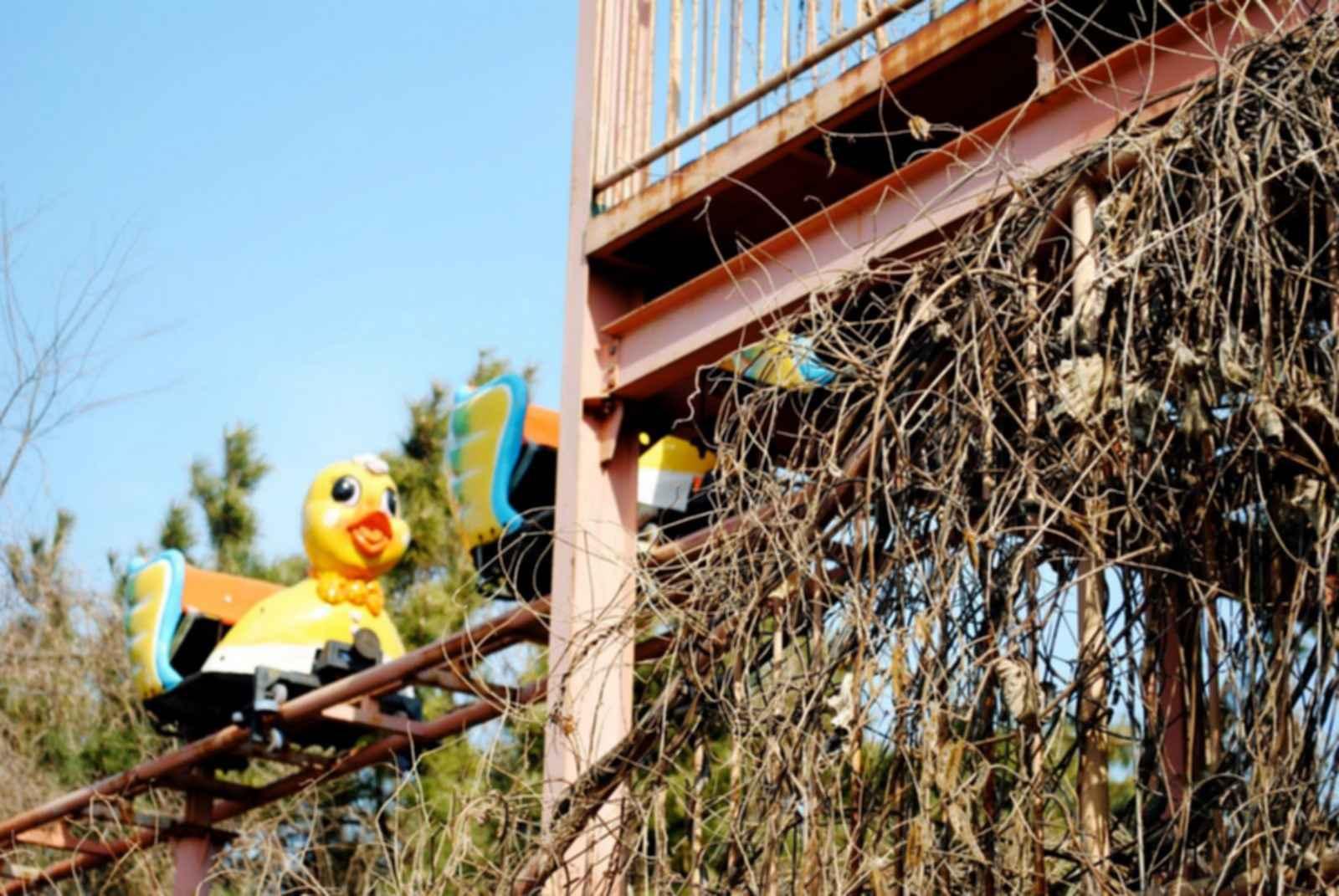 Okpo Land Amusement Park - Run-down ride