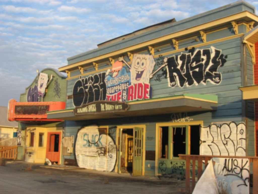 Jazzland Six Flags Amusement Park - Run-down ride