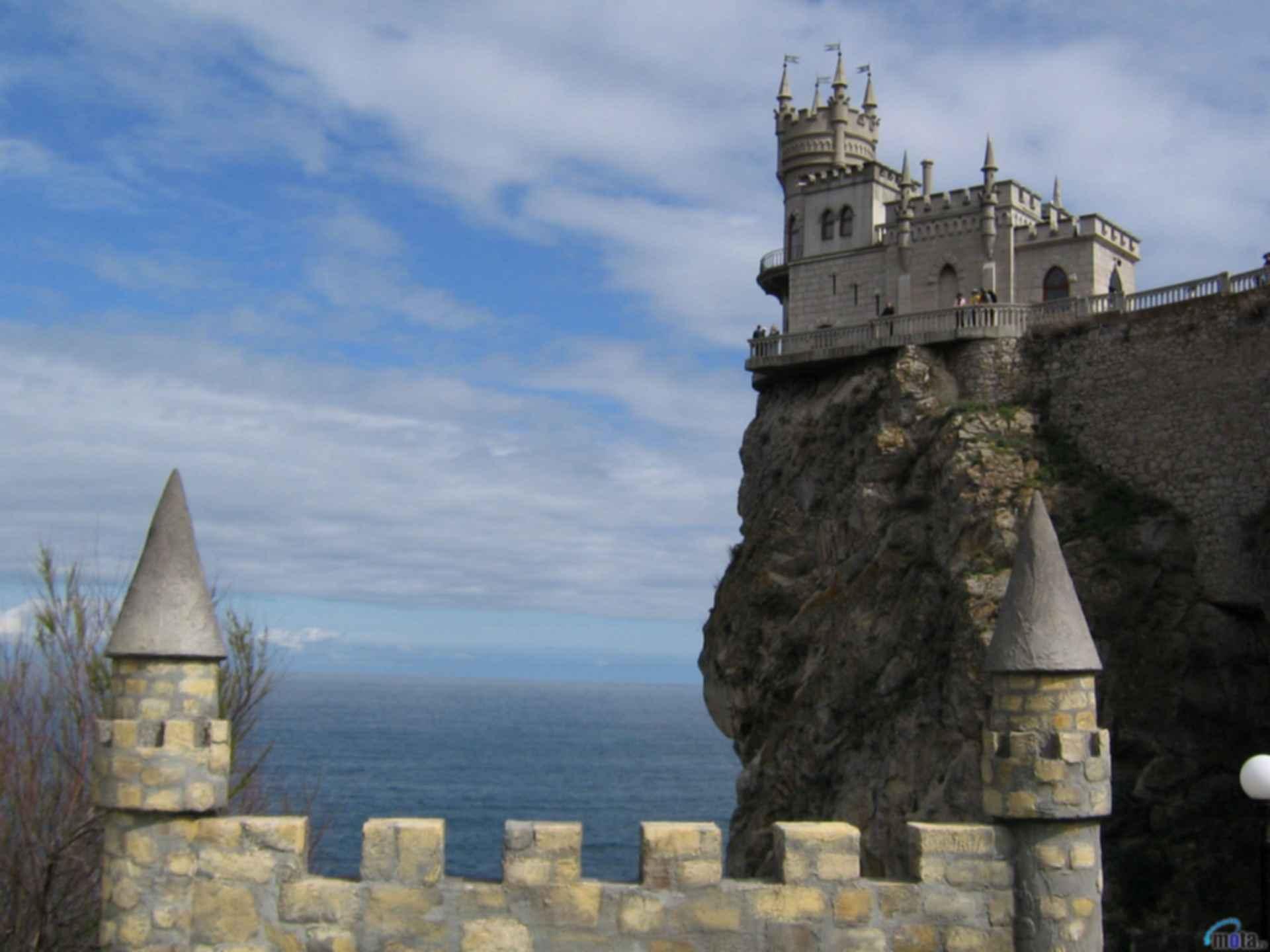 Swallow's Nest Castle - Exterior