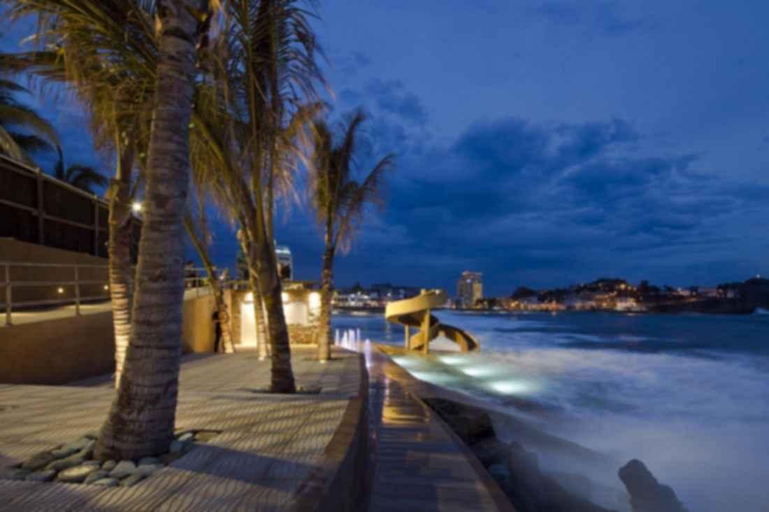 Colectivo Urbano - Landscape at Night