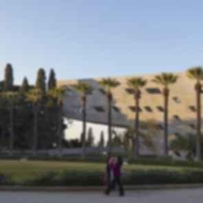 Issam Fares Institute - Exterior Walkway