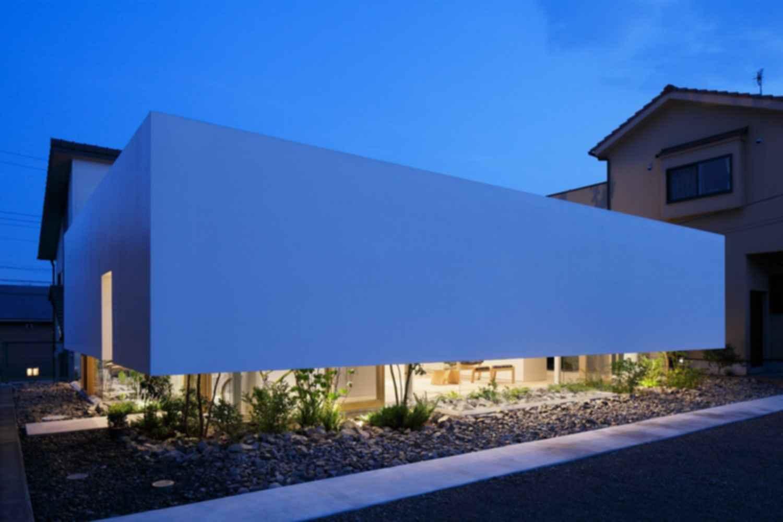 Green Edge House - Exterior at Night