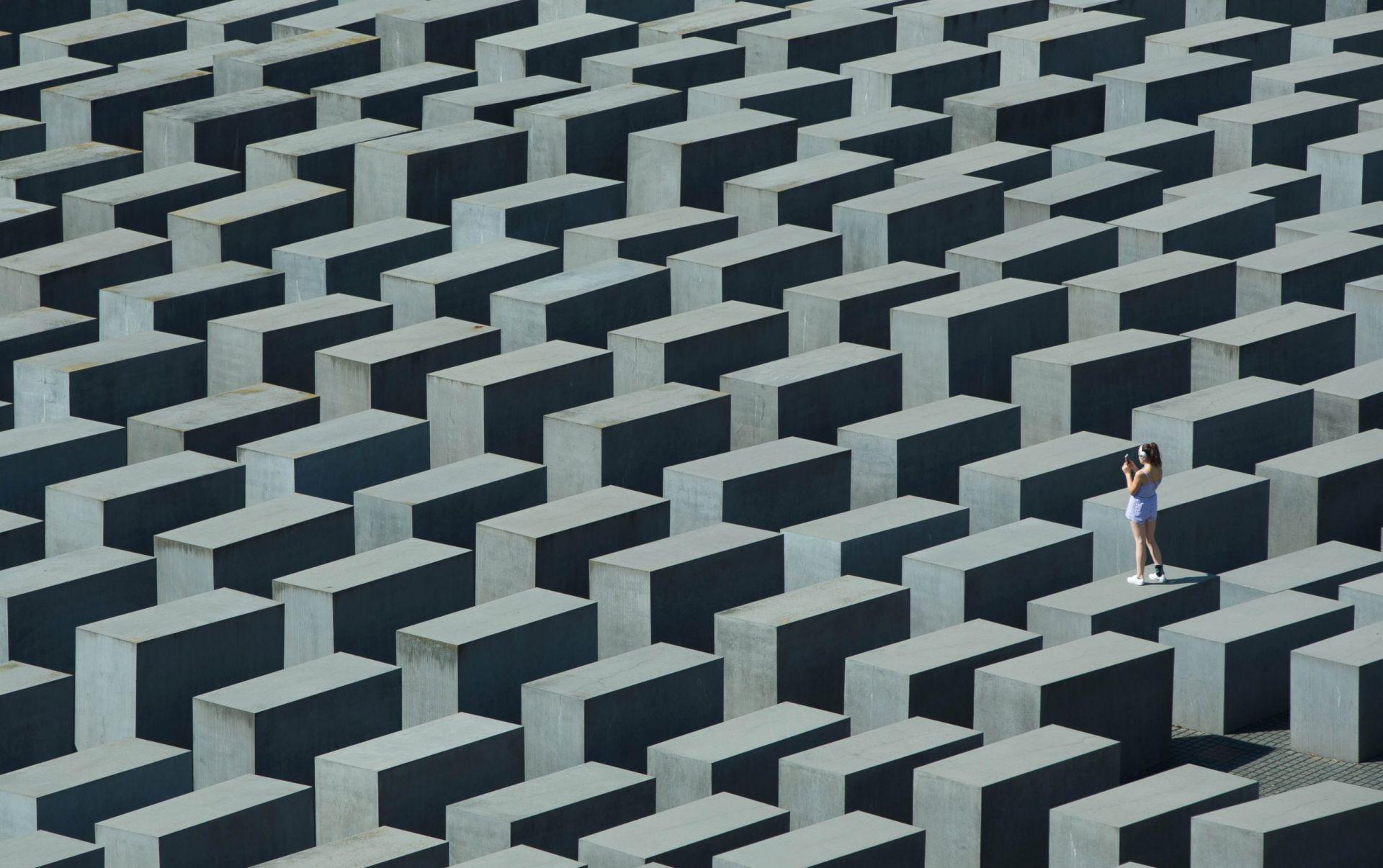 Memorial to the Murdered Jews of Europe - Concrete Blocks - modlar.com