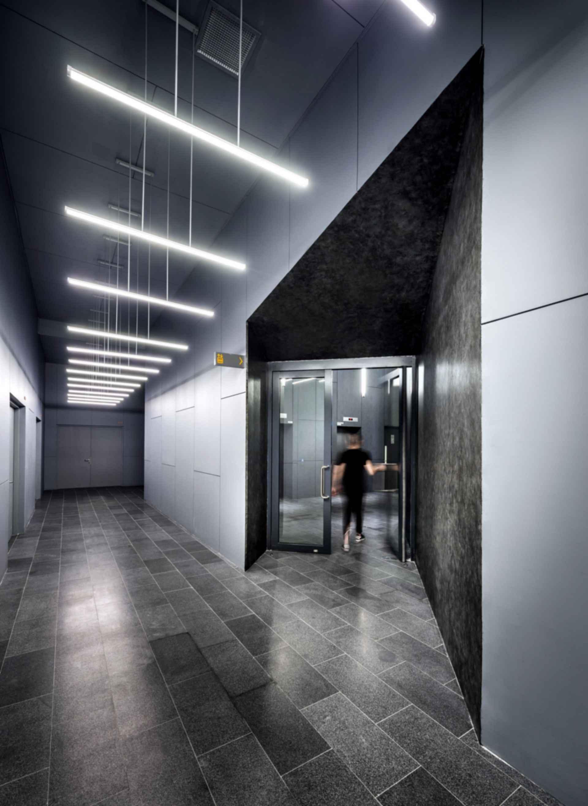 100PP - Interior