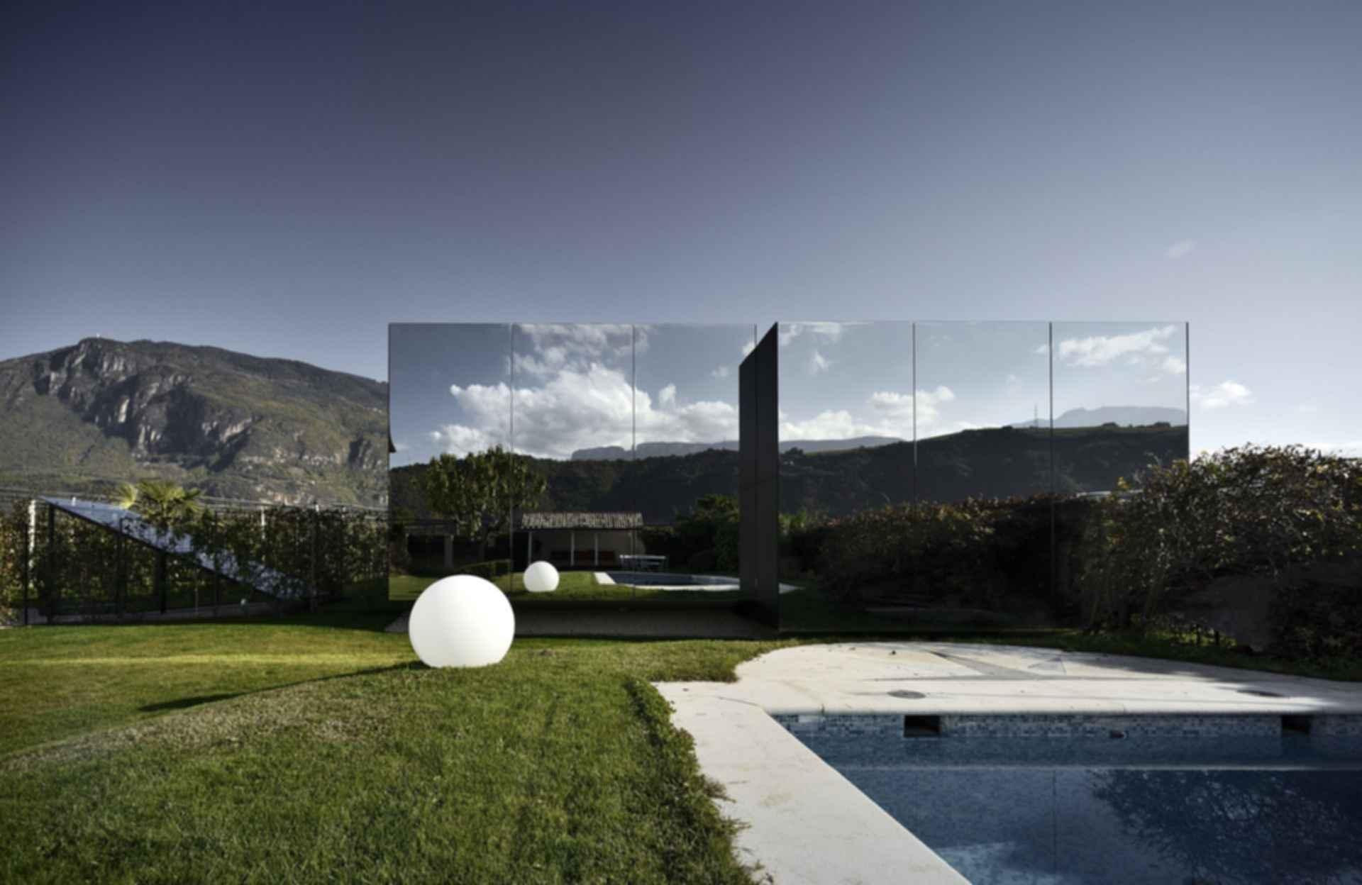 The Mirror House - Exterior/Landscape