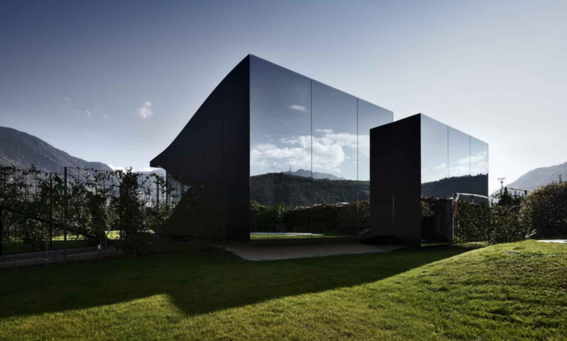 The Mirror House - Exterior