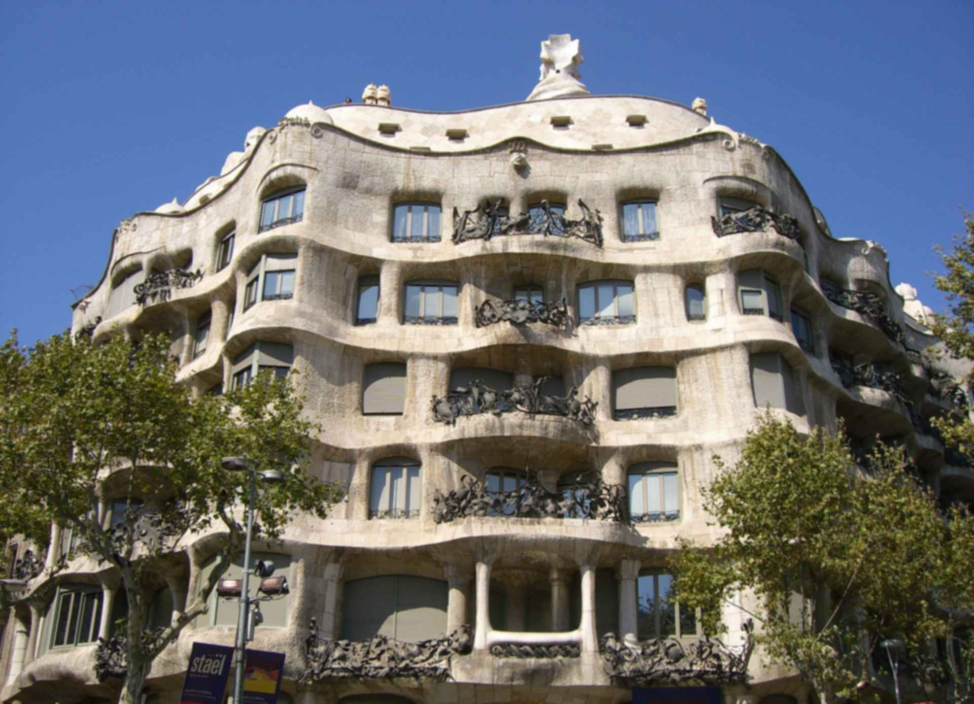 la pedrera casa mila exterior. Black Bedroom Furniture Sets. Home Design Ideas