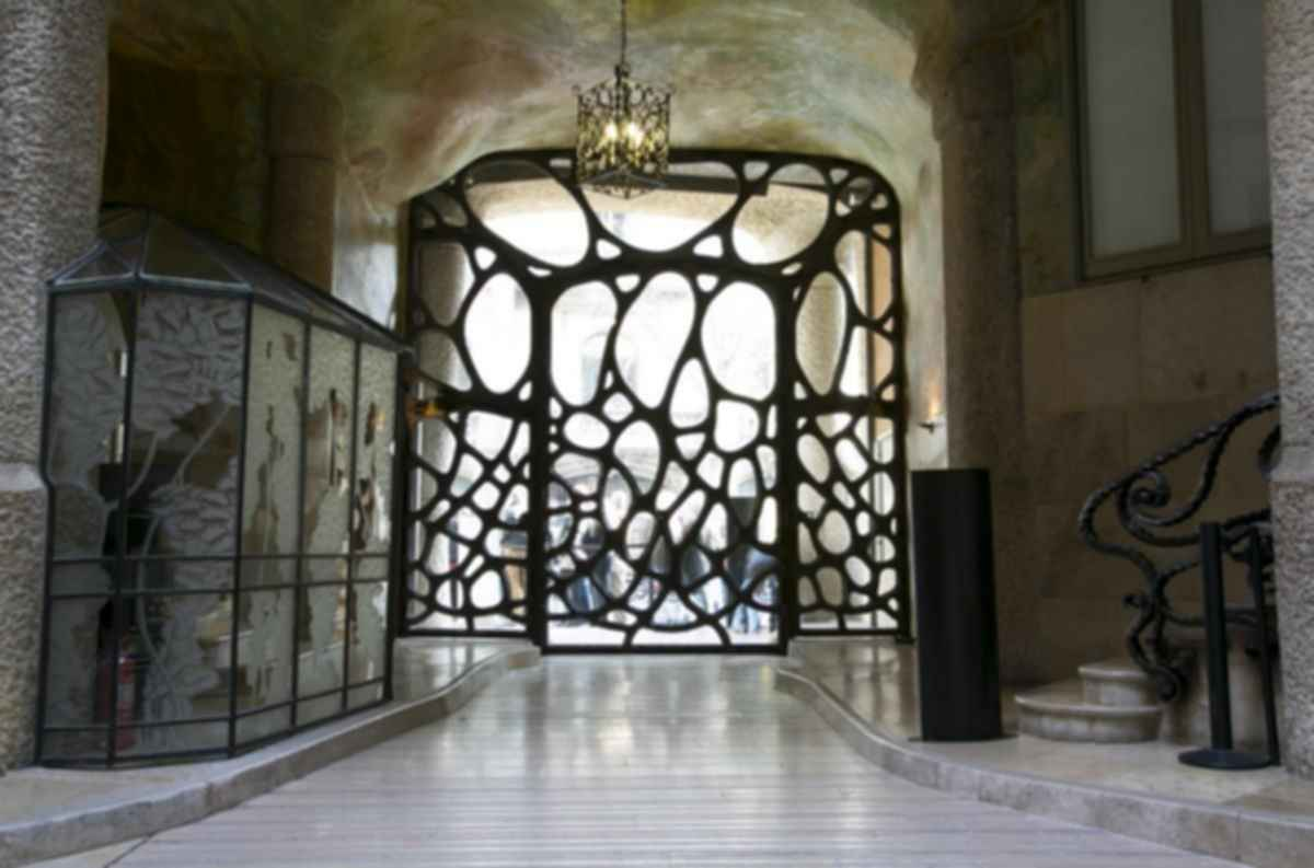 La Pedrera ( Casa Mila ) - Interior/Entrance