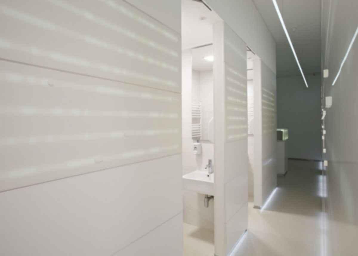 A Serbian Clinic - Hallway/Bathroom