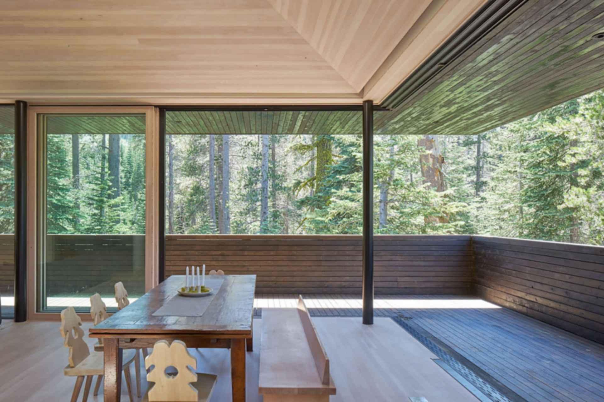 Troll Hus - Interior/Outdoor Decking