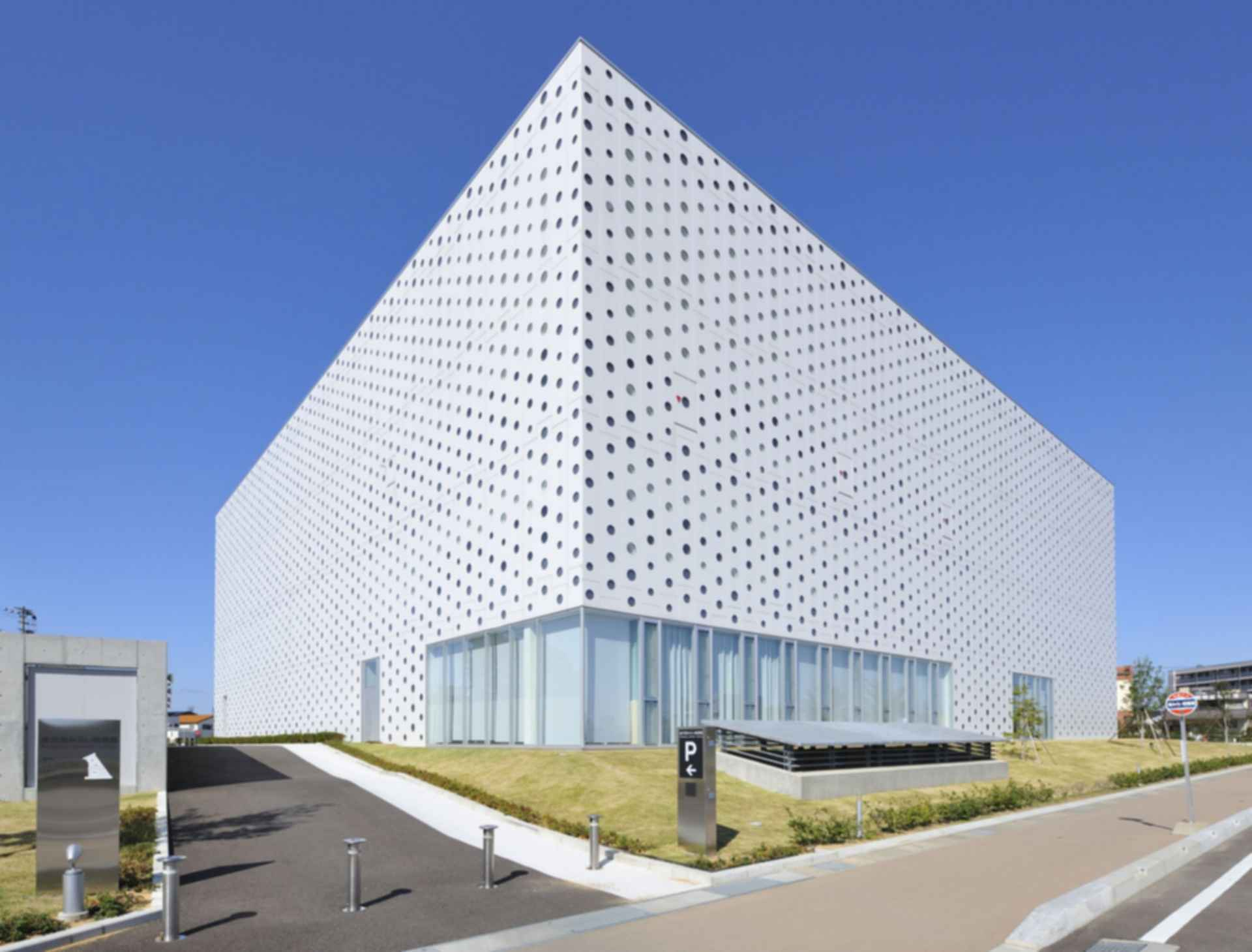 Kanazawa Umimirai Library - Exterior
