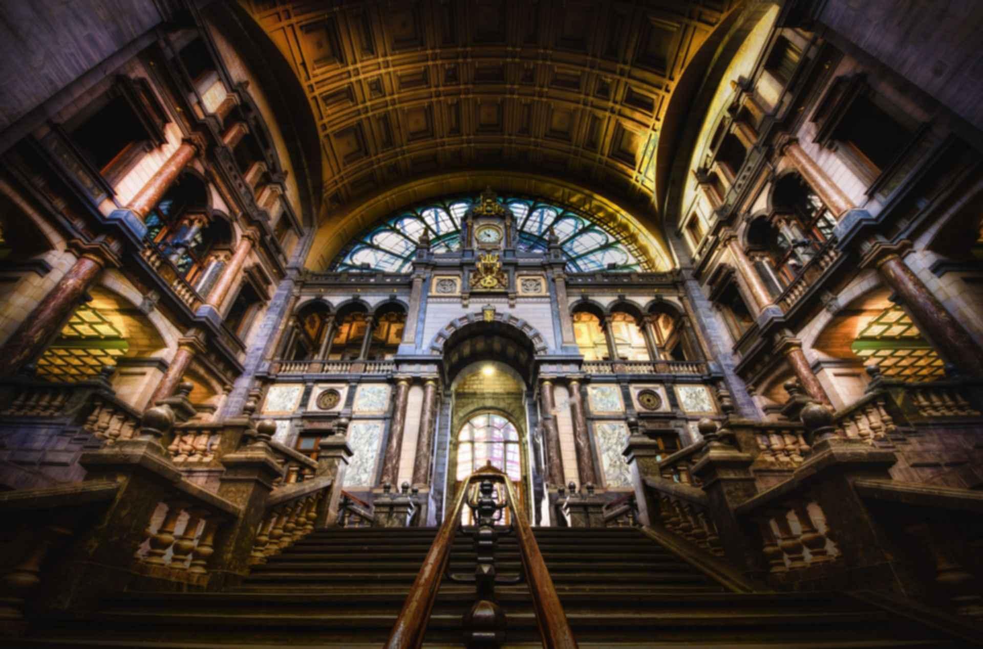 Antwerpen-Centraal Station - interior/stairwell