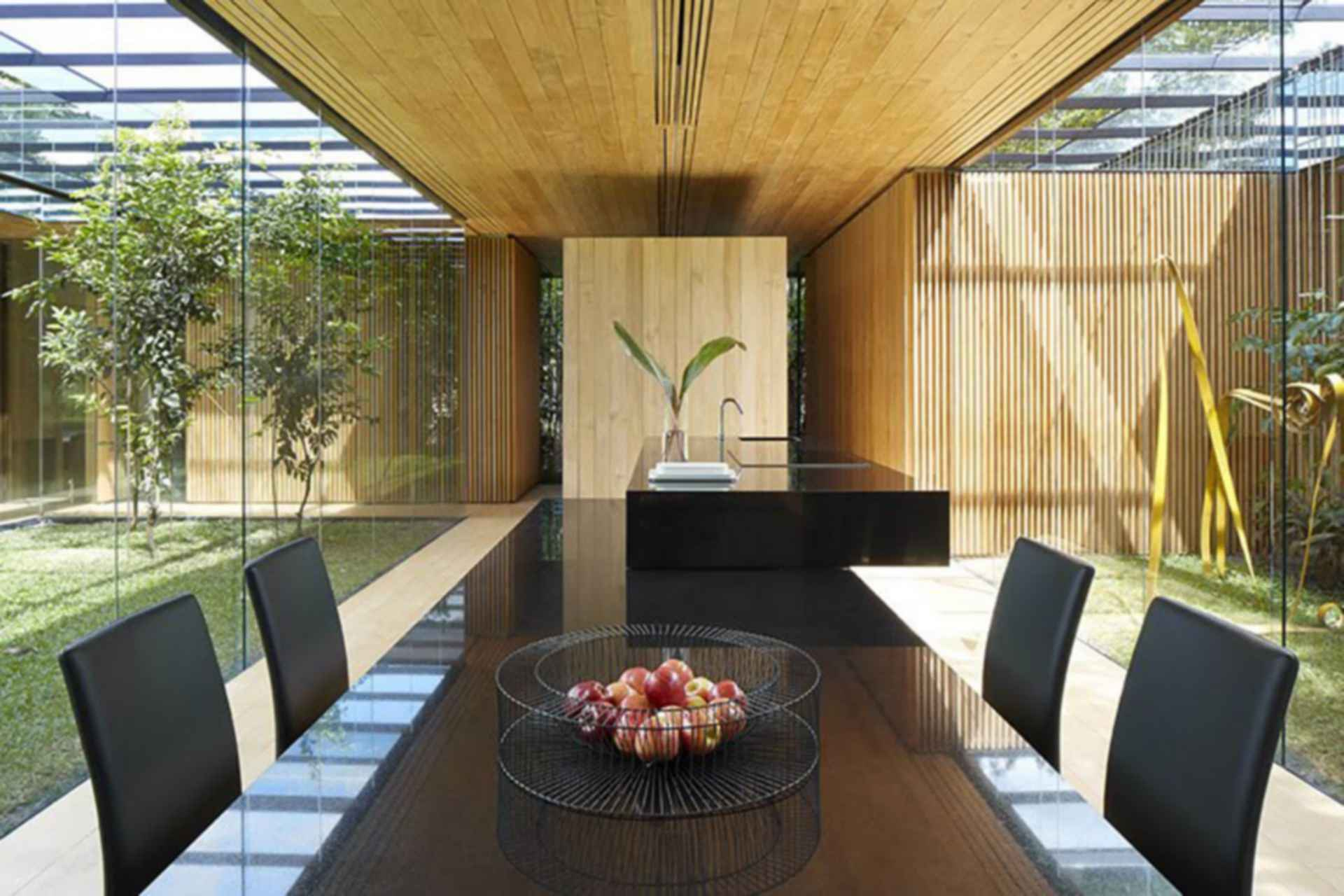 INOUT House - Dining Area