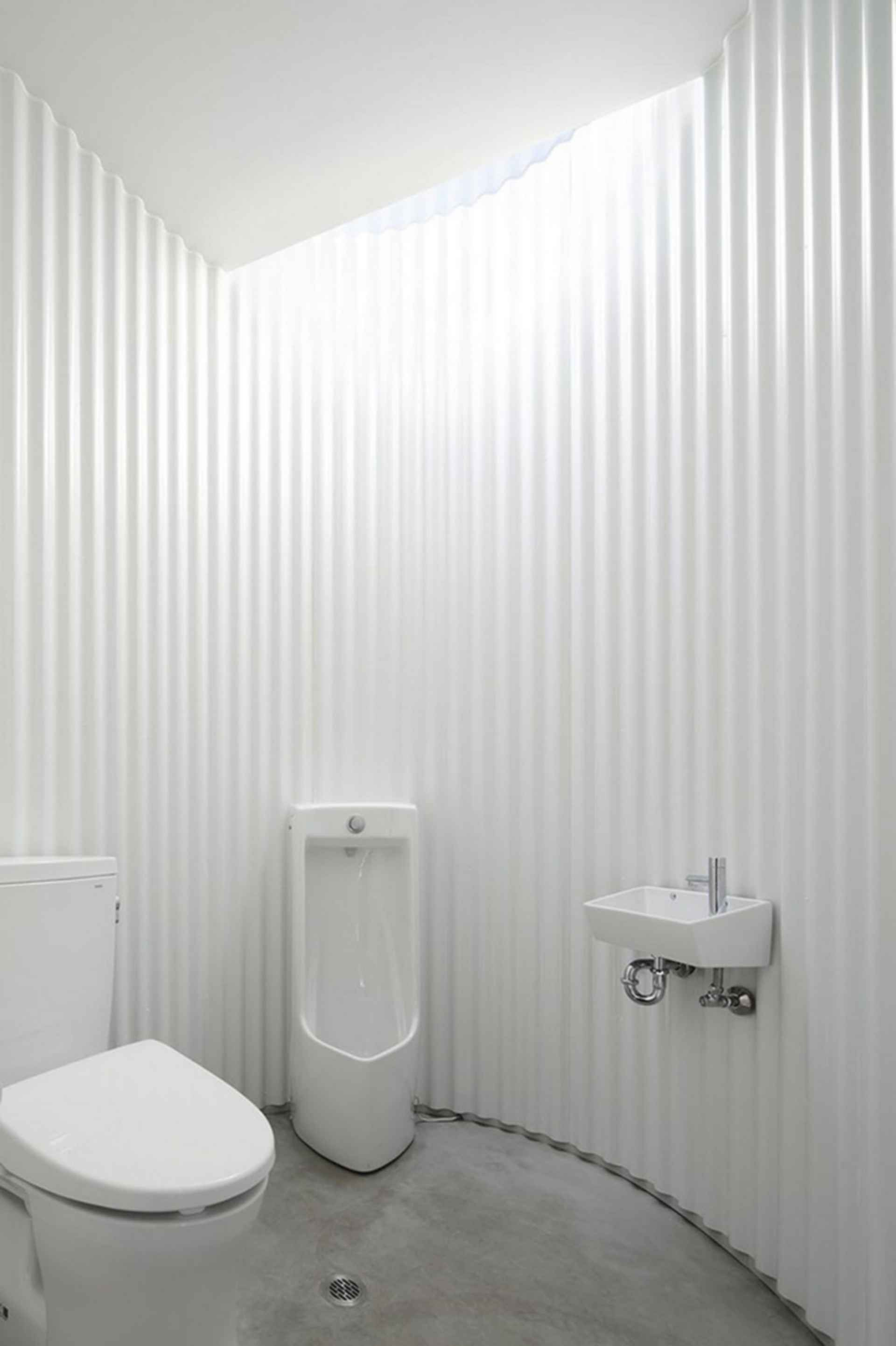 Isemachi Public Toilet - interior