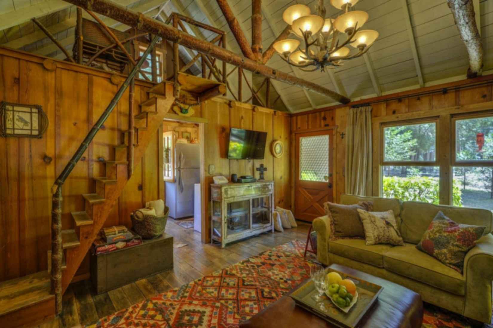 Wildflower Cabin - interior/lounge