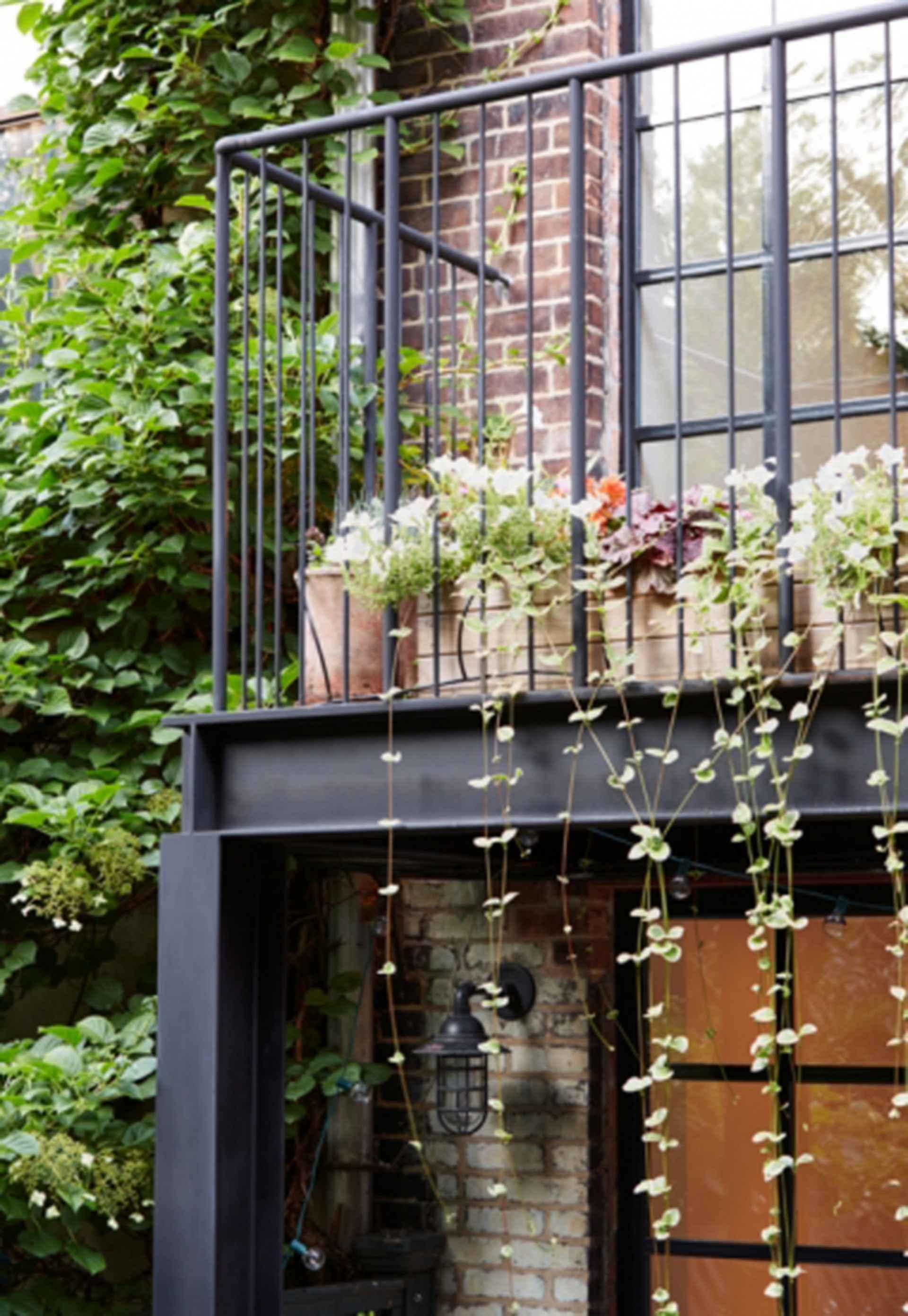 Carroll Gardens Townhouse - exterior/balcony