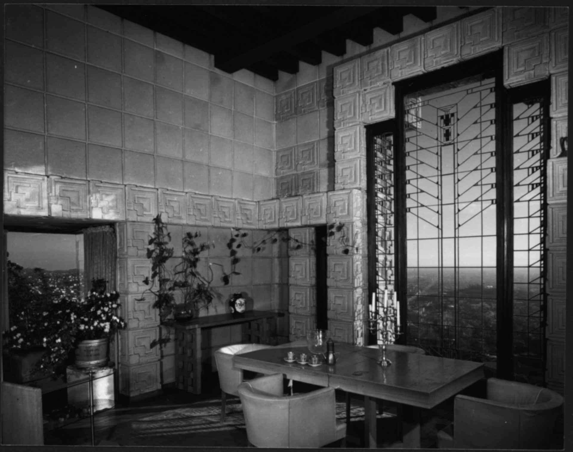 Ennis house interior for Www home interior