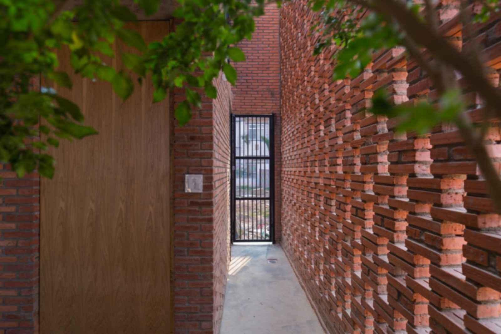 LT House - interior/entrance