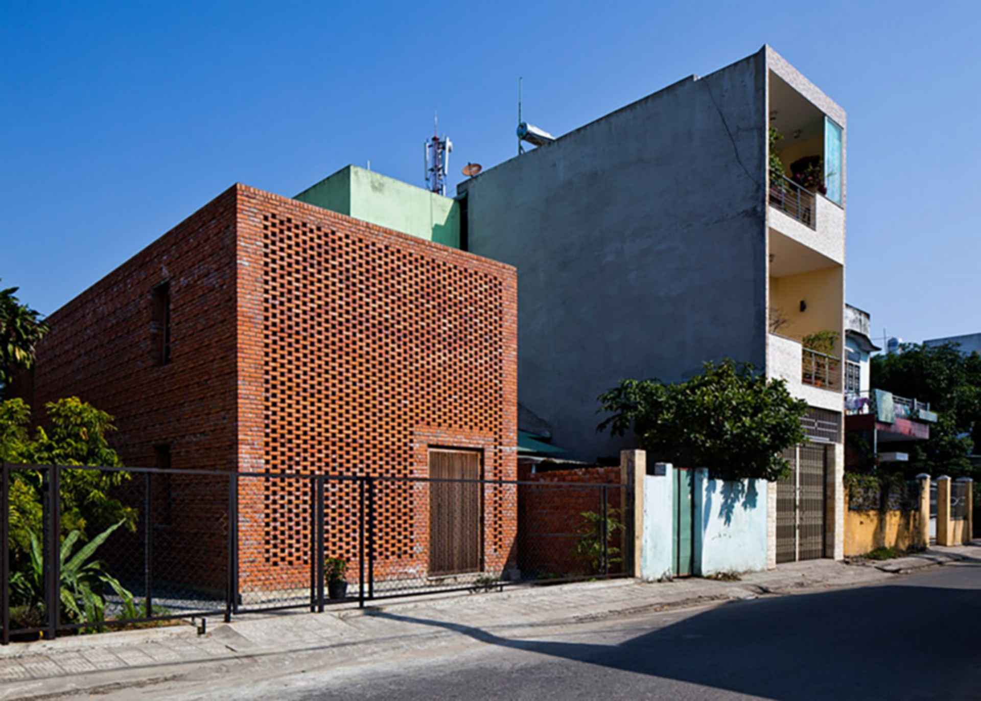 LT House - exterior