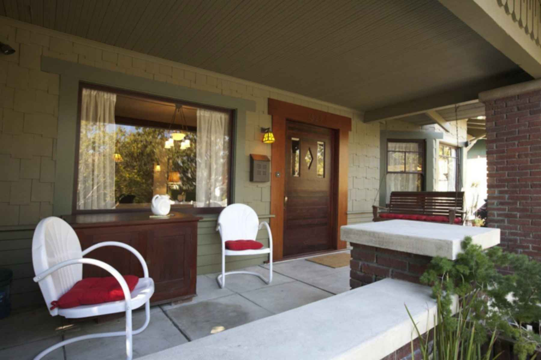 Airplane Bungalow - Outdoor Area/Entrance
