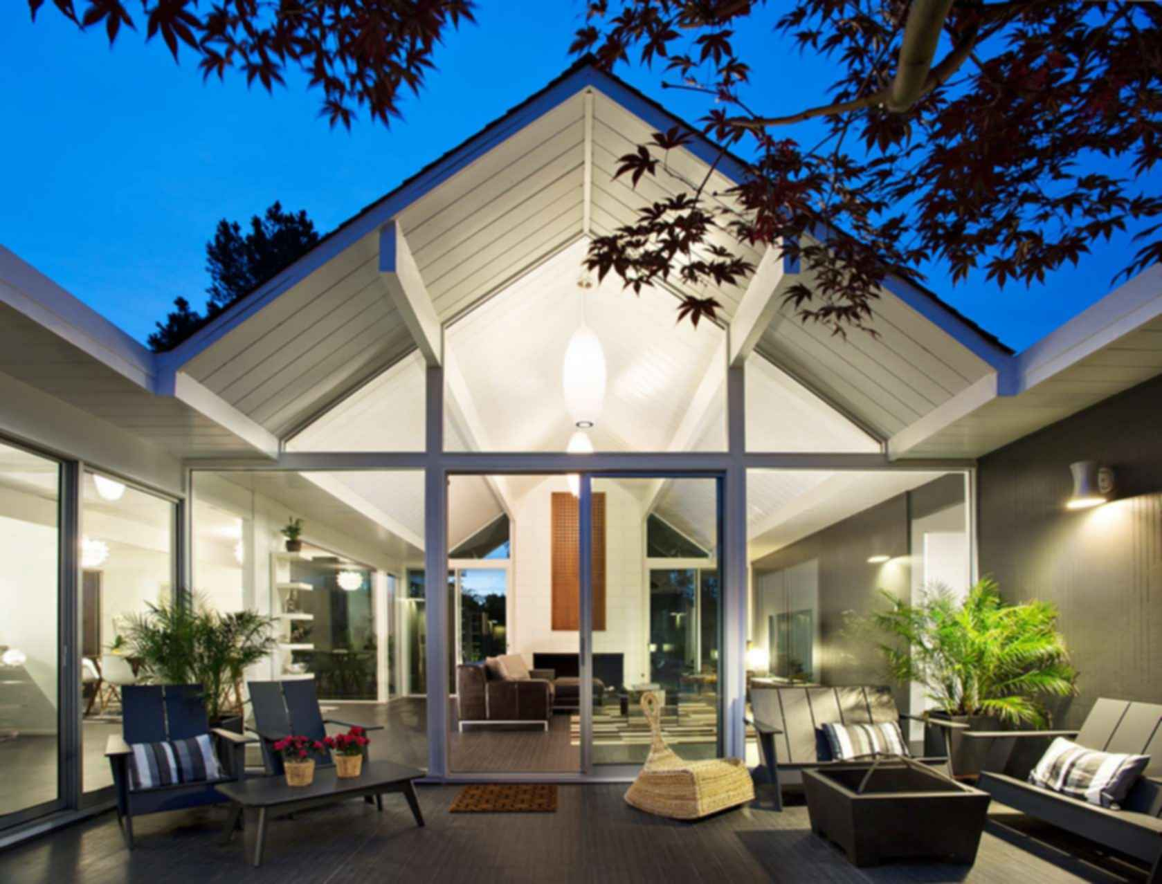 Double Gable Eichler Remodel - Outdoor Area