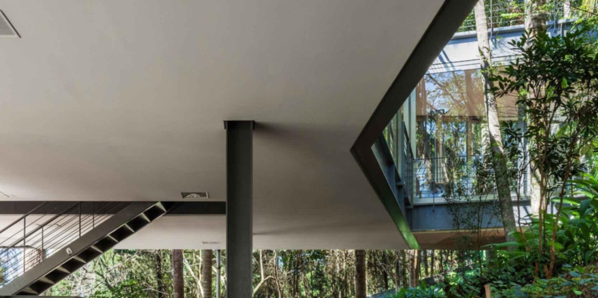 LLM House - Exterior/Steel Beam