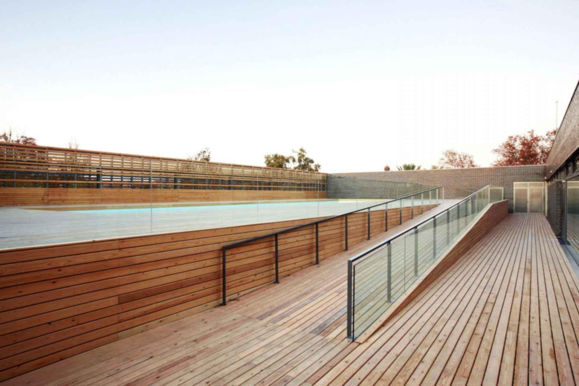 Ciutadella Park Sports Center - Exterior/Pool