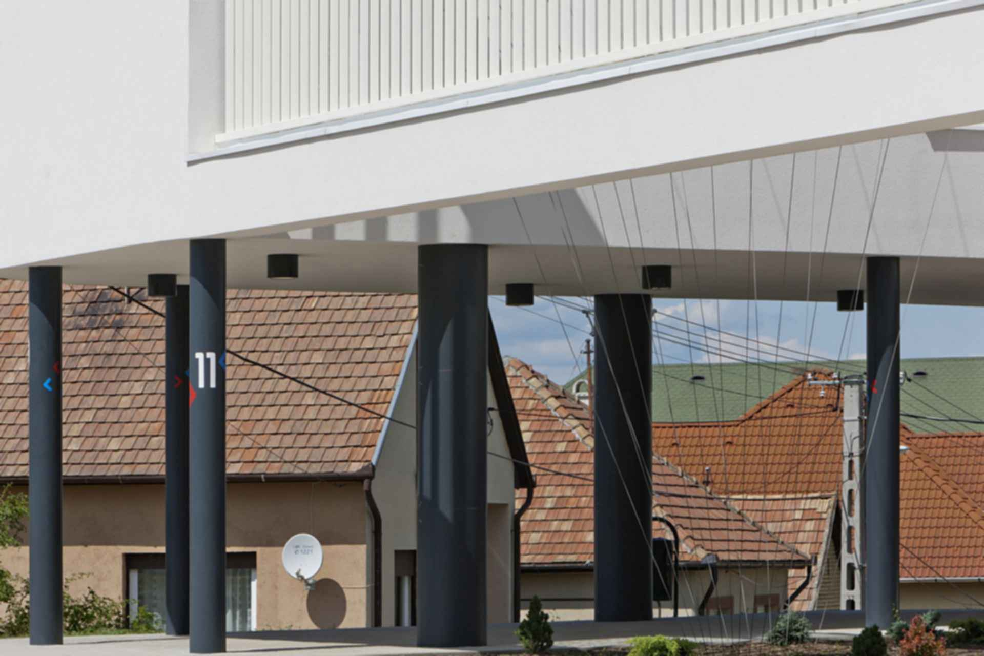 Sports Center Csomad - Exterior Beams