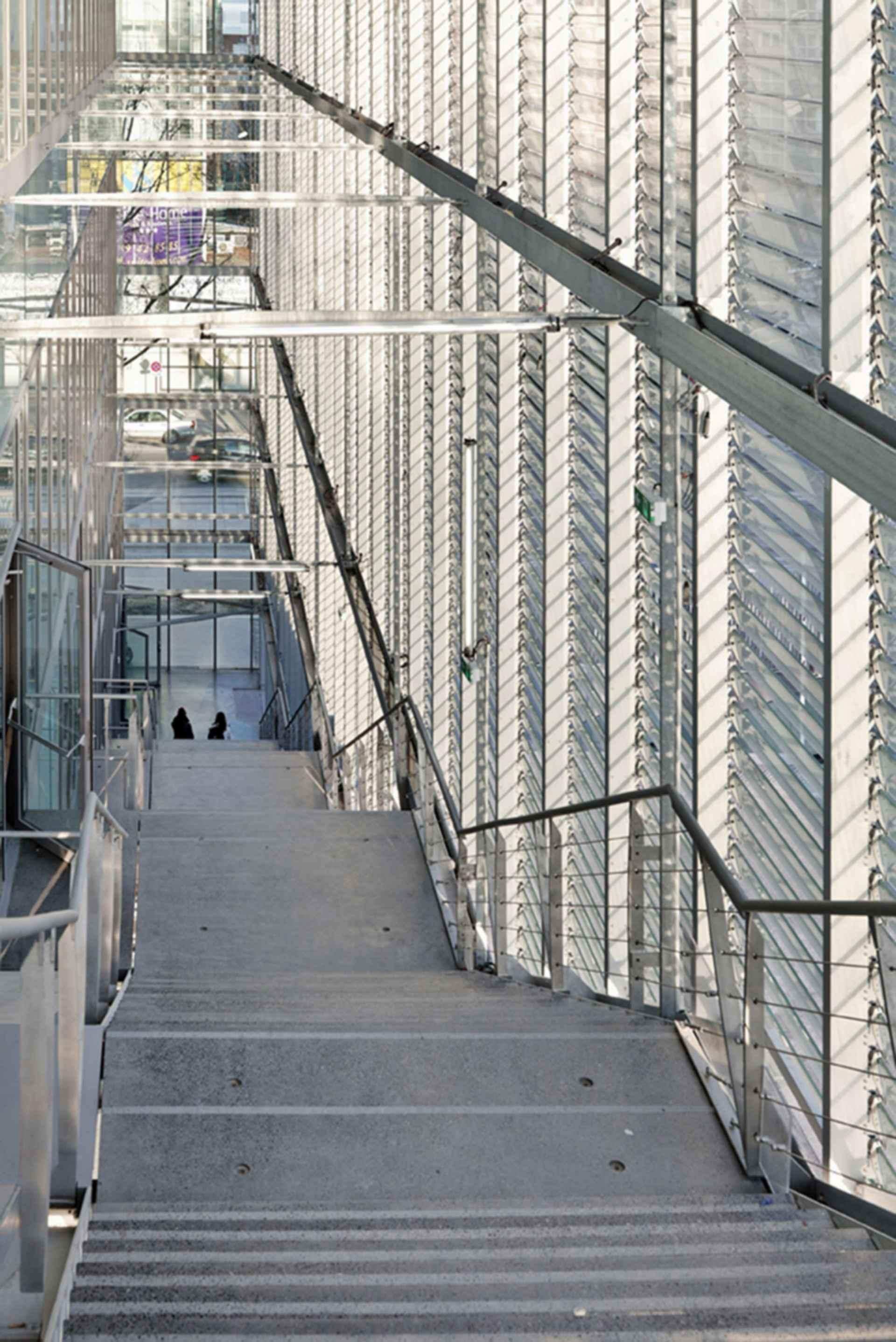 Sports Center Jules Ladoumegue - Stairs
