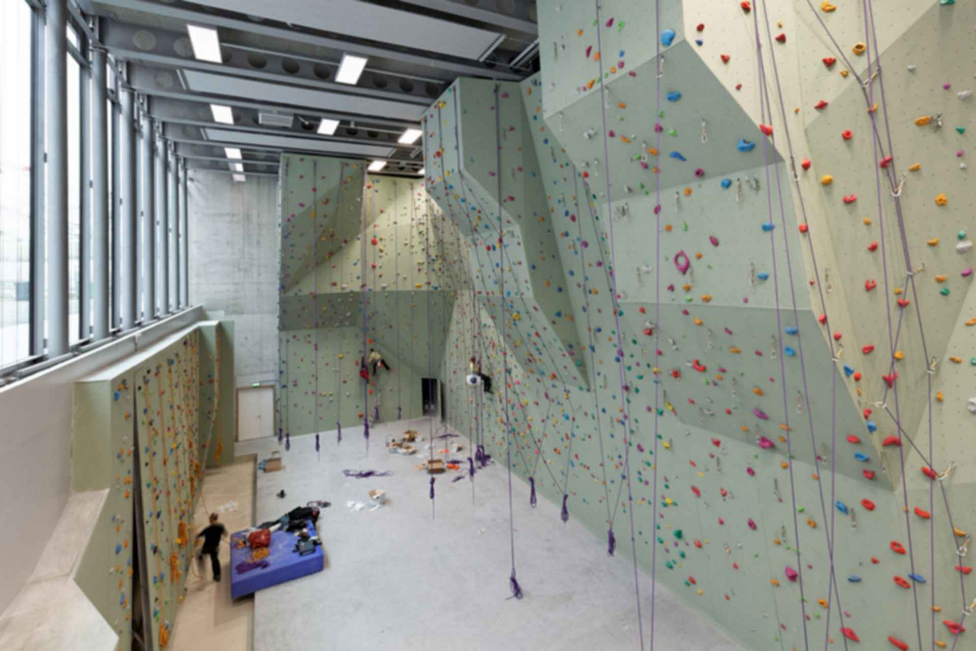 Sports Center Jules Ladoumegue - Interior/Rock Climbing Wall