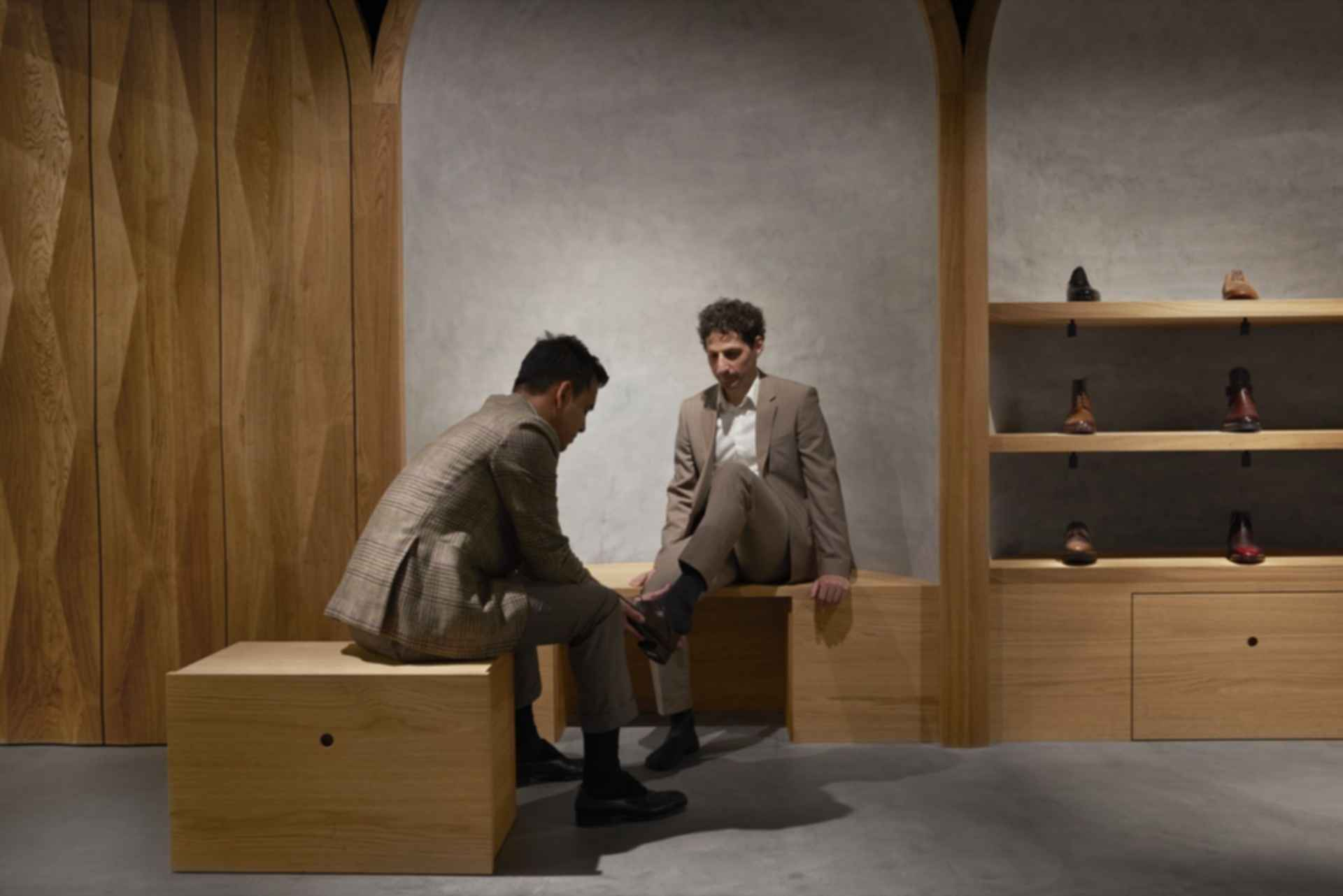 Faust Store - Shoe Fitting