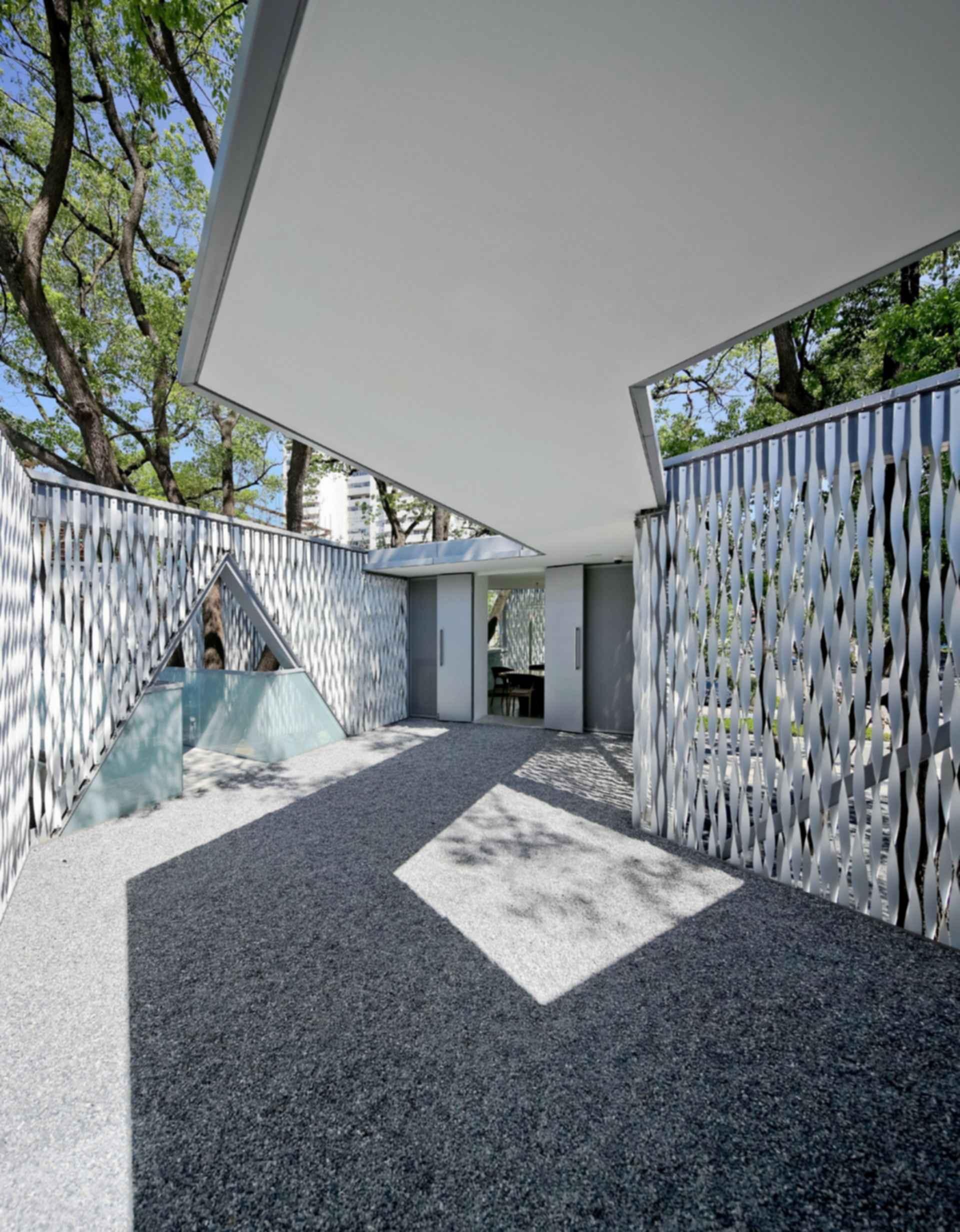 Huaxin Business Center - Courtyard