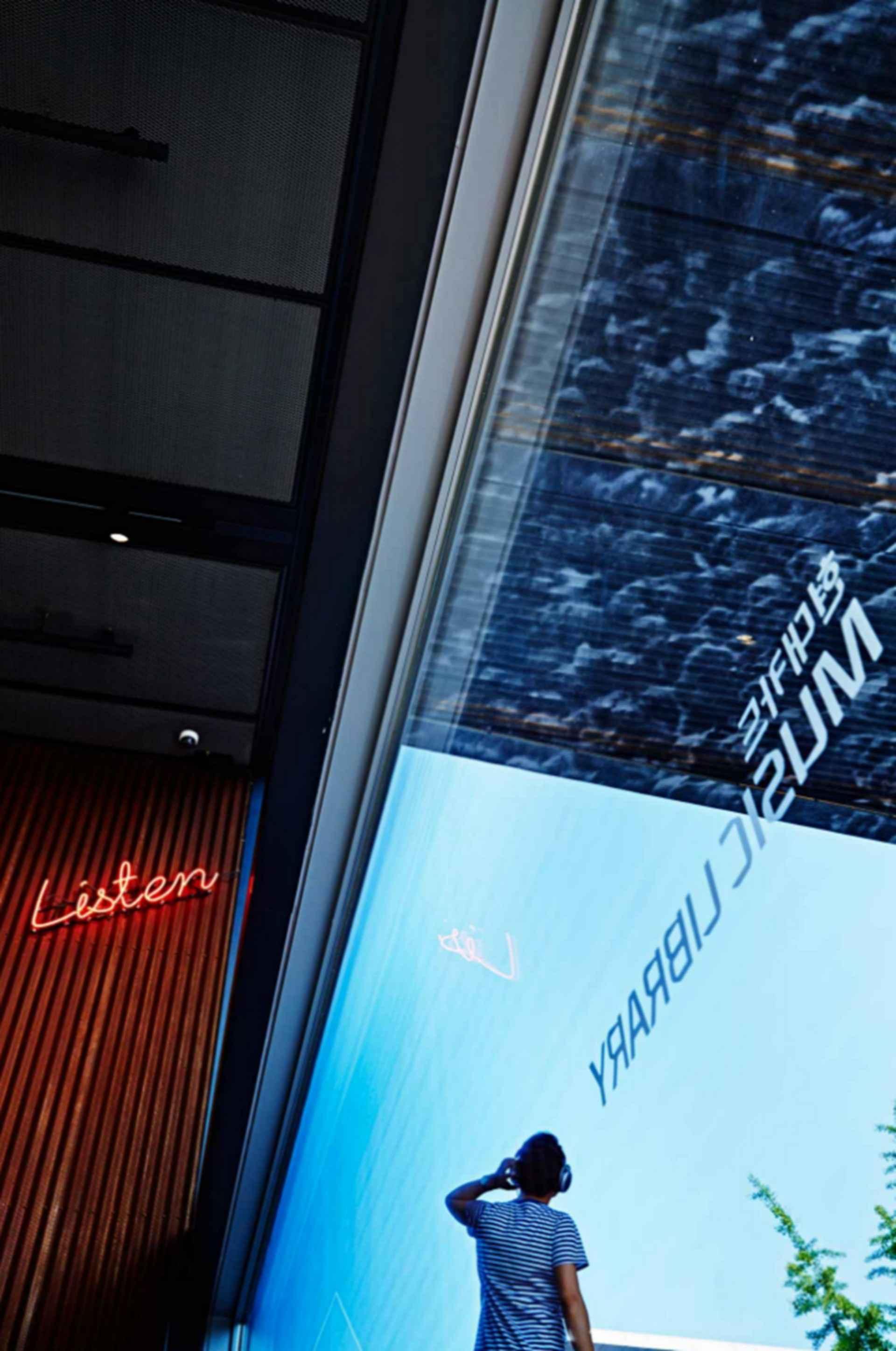 Hyundai Card Music Library Understage - window