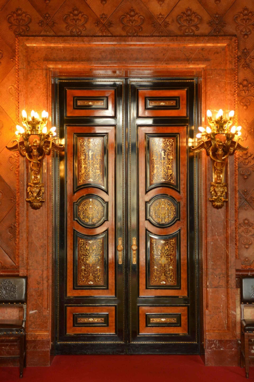 Hamburg Town Hall - doors