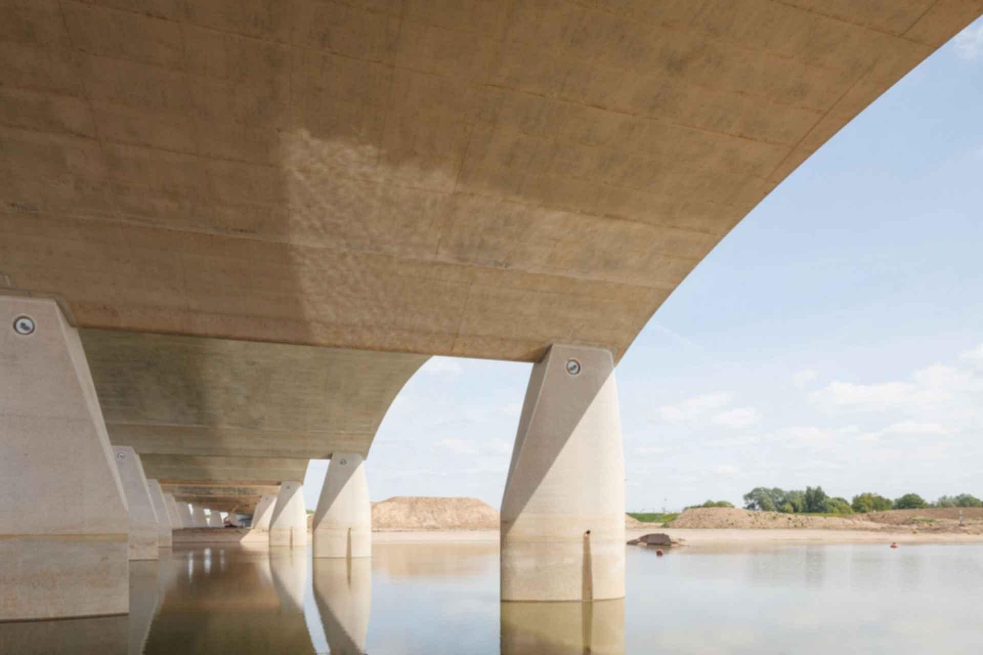 The City Bridge 'De Oversteek' - Pillars